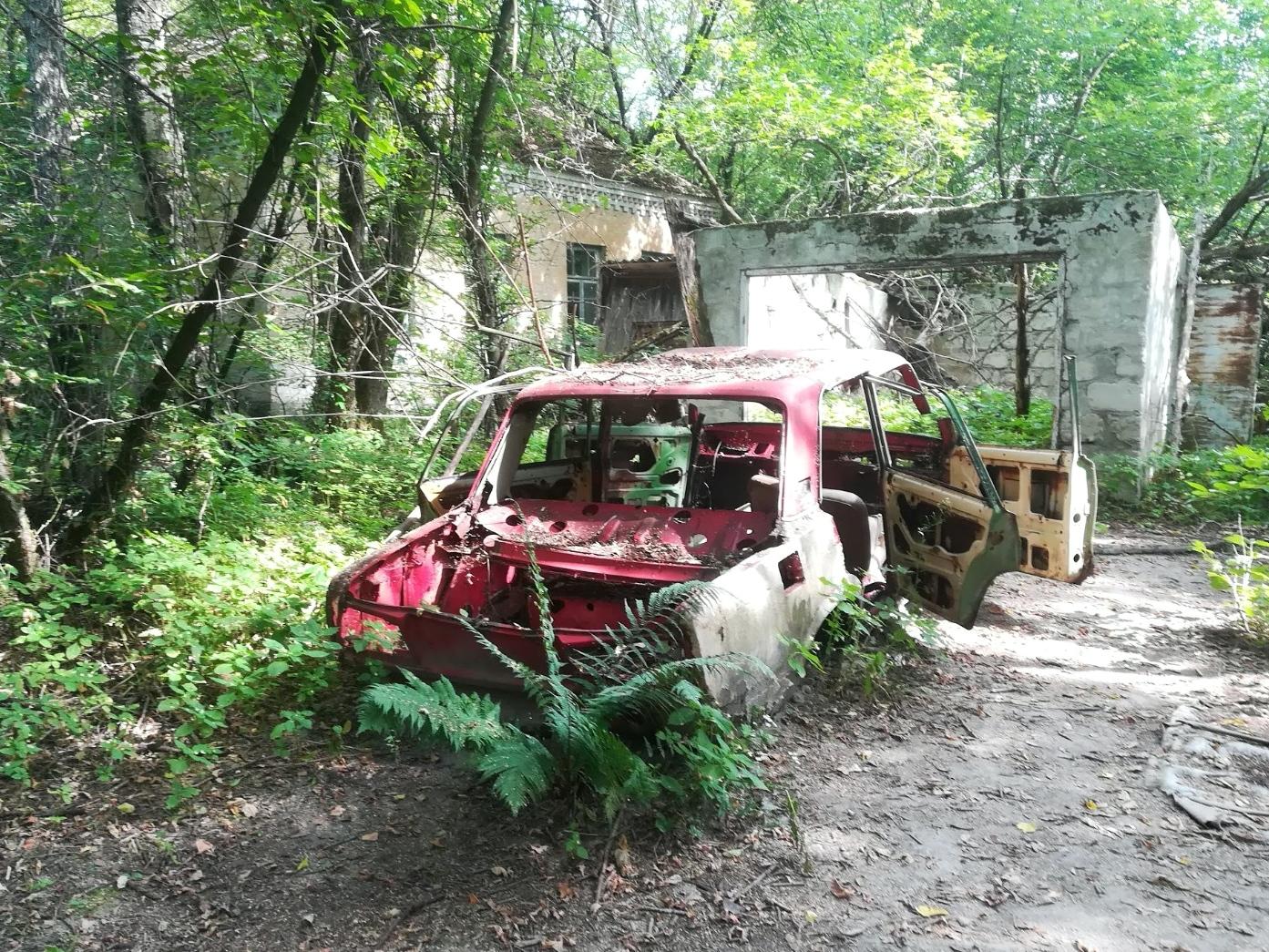 Tino Schlench - Literaturpalast - Zalissya-verschrottetes-Auto